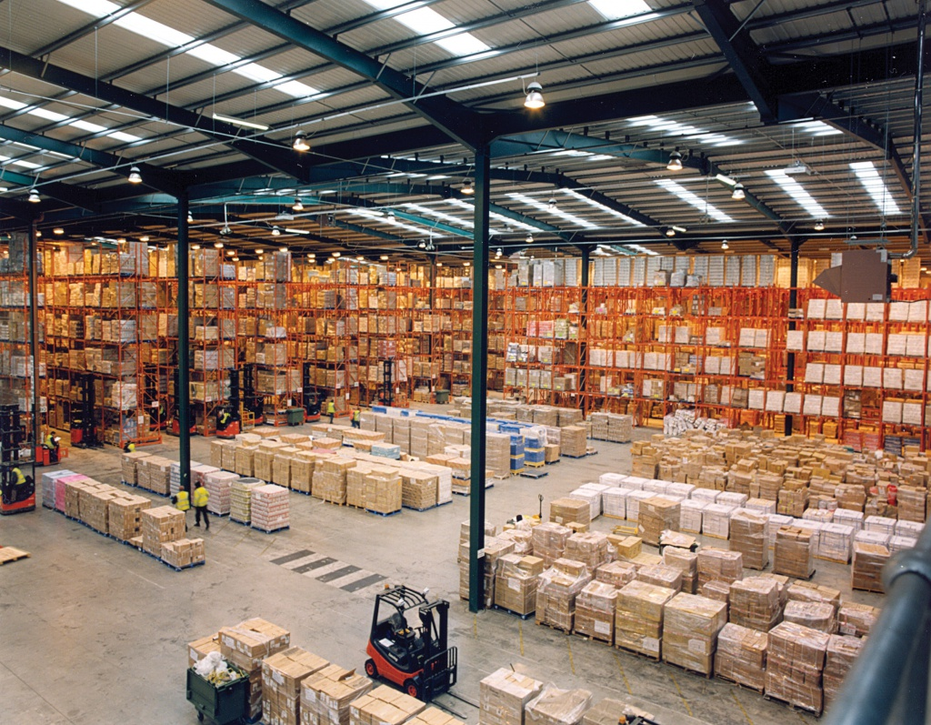 Modern_warehouse_with_pallet_rack_storage_system.jpg